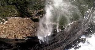 В Австралии водопады начали течь в обратную сторону