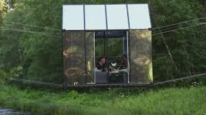 Стеклянные дома над водой предлагают туристам в Латвии