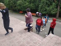 Медики из Бишкека отправились нареабилитационный отдых на Иссык-Куль