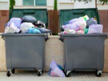 Россиянин по ошибке выбросил в мусор пакет с деньгами