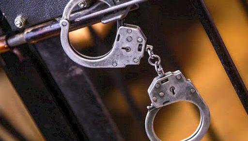 В Бишкеке за вымогательство 2 тысяч долларов задержаны милиционеры