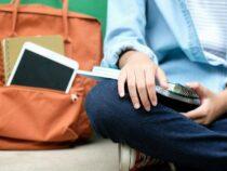 Более 65 тысяч школьников в Кыргызстане не имеют смартфонов