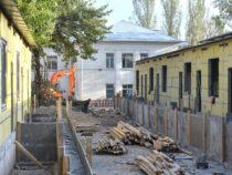 В Бишкеке продолжается строительство новой «инфекционки»