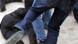 В Оше толпа молодых людей избила мужчину