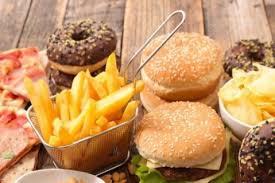 Специалисты назвали причину резкого желания человека соленой или сладкой пищи