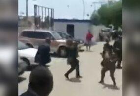 Президент страны избил министра труда прямо на улице