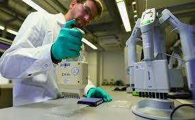 Маски и вакцина не помогут: коронавирус уже мутирует