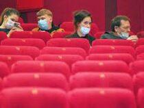 Кинотеатрам в Москве рекомендовали проверять наличие масок на зрителях