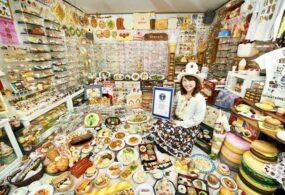 Собрав коллекцию пластиковой еды, женщина попала в Книгу рекордов Гиннеса