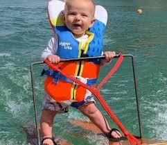Шестимесячный малыш встал на водные лыжи и побил мировой рекорд