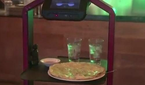 Робот-тележка приступил к обязанностям официанта