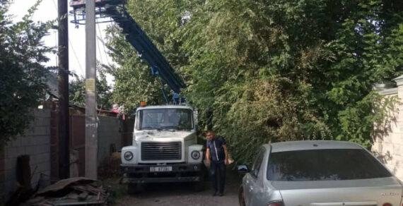 В Бишкеке продолжается ремонт уличного освещения