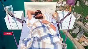 Турецкий дельтапланерист во время полета решил подремать