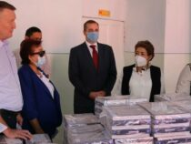 Россия подарила школам Ошской области более 10 тыс. учебников