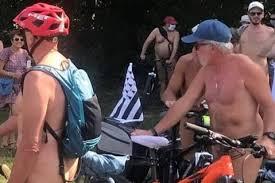 Во Франции прошел обнаженный велопробег