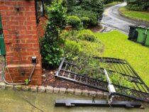 Дуэйн Джонсон выломал железную дверь своего дома, потому что спешил на работу
