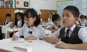 В ряде регионов Кыргызстана первоклассники вернулись в школы