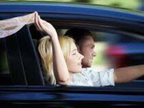 Эксперт объяснил, чем угрожает езда на автомобиле с открытыми окнами