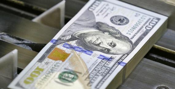 НБКР пытается удержать курс доллара