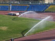 На главном стадионе Бишкека установили автоматическую систему полива футбольного поля