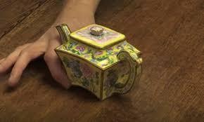 Британец выручил на аукционе $500 тыс. за старинный чайник