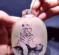Тигры, нарисованные внутри бутылки, поражают воображение