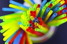 В Англии запретили пластиковые трубочки и ватные палочки