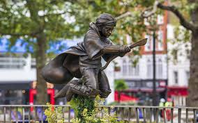 В Лондоне появился памятник Гарри Поттеру