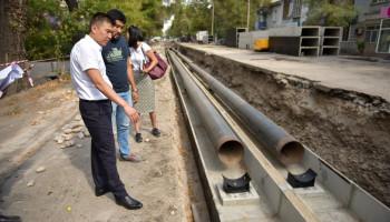На улице Токтогула в Бишкеке начался ремонт теплосети