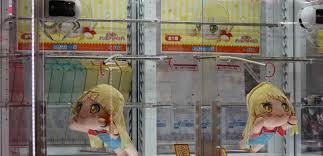 Японец 200 раз не смог достать игрушку из автомата