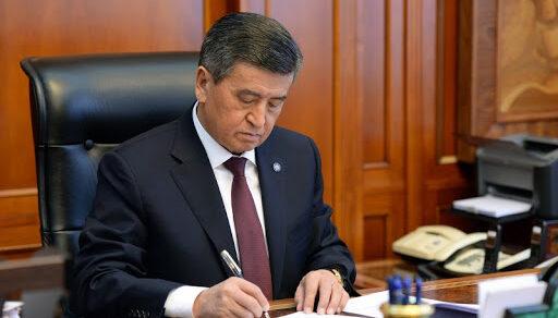 Жээнбеков подписал указ об отставке правительства и премьер-министра