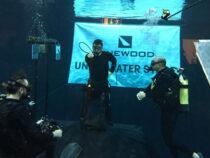 Фокусник погрузился под воду ради мирового рекорда