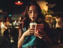 Психолог дал советы, как оторвать человека от смартфона