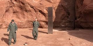 Трехметровый монолит из металла, найденный в пустыне штата Юта пропал
