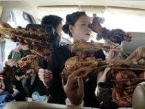 Семью, ехавшую на машине, «атаковали» торговцы мясом