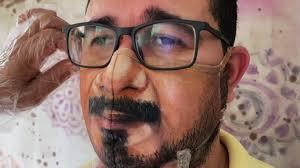 Бразильский художник рисует лица на масках от коронавируса