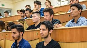 К традиционному обучению вернулись студенты в Узбекистане