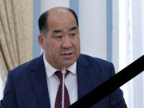 Скончался экс-министр образования и науки Каныбек Исаков