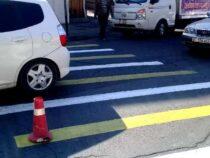 В Оше обновляют разметку на пешеходных переходах