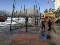 Бишкек начали наряжать к Новому году