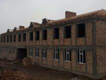 Учебный корпус в школе села Кызыл-Ата готов на 50 процентов