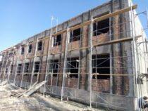 Строительство корпуса в школе-лицее №5 в Бишкеке продолжается