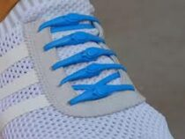 Эластичные шнурки удобны тем, что их не нужно завязывать