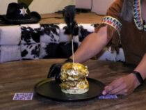 В Колумбии продают золотой бургер
