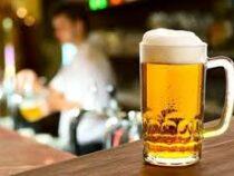 Клиент, зашедший выпить пива, порадовал персонал ресторана грандиозными чаевыми