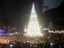 В Оше к Новому году готовят главную елку, но концерта не будет