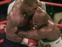 Холифилд вызвал на бой Тайсона, который более 20 лет назад откусил ему часть уха
