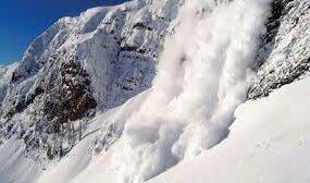 В горных районах страны лавиноопасно