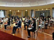 70 лучших студентов Кыргызстана получили президентские стипендии