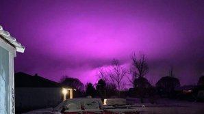Жители города в Швеции испугались фиолетового зарева в небе